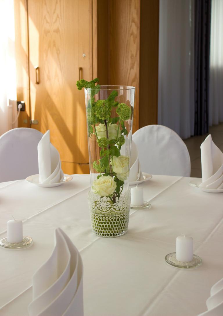 gr ne schlichte dekoration vanda deko und floristik. Black Bedroom Furniture Sets. Home Design Ideas