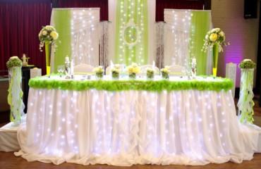 jetzt auf VOX 4 Hochzeiten und eine Traumreise