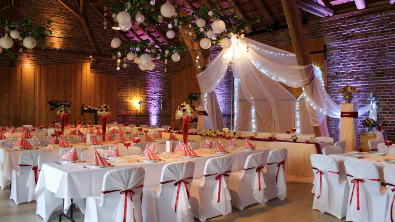 Traumhochzeit, Pfirsich Bordeaux Hochzeitsdeko in Rödinghausen