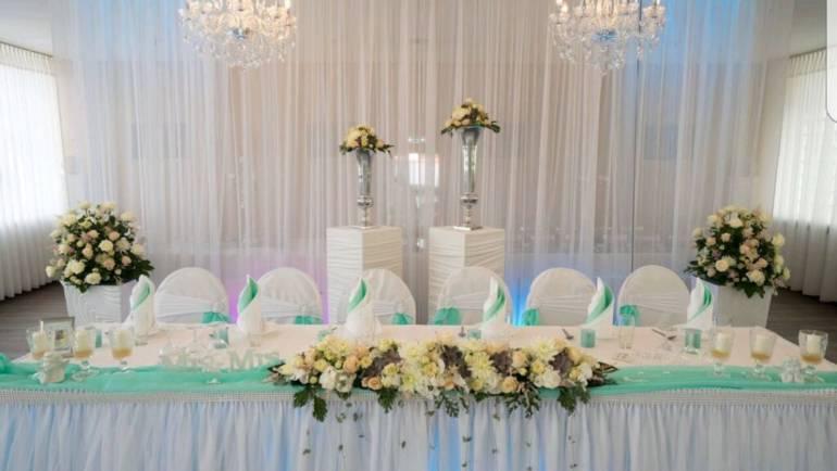 Tischdeko in pastell mint crem Farben