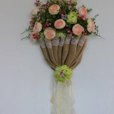 Frühlingsgestecke, Türkränze und Ostergestecke aus Naturmaterialien und künstliche Blumen kaufen