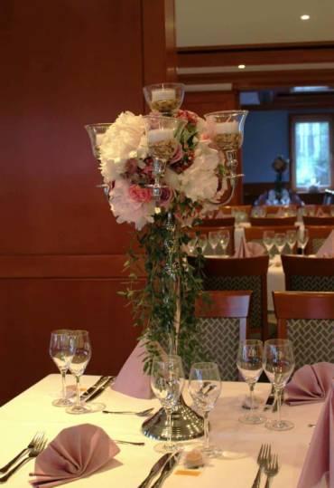 Romantische Hochzeit Blumenschmuck 2018 in Lila Rosa Pastellfarben