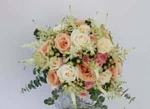 Sommer Saison locker gebunden Brautstrauß