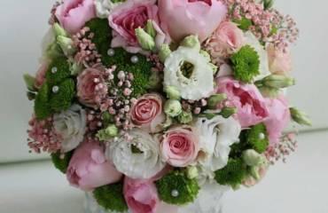 Brautstrauß in verschiedene Farben und Stilrichtungen